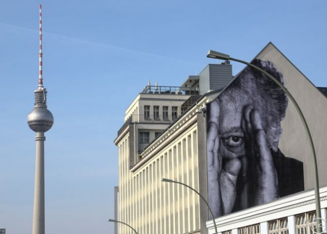 jr in berlin � wrinkles of the city street art 187 webtapete