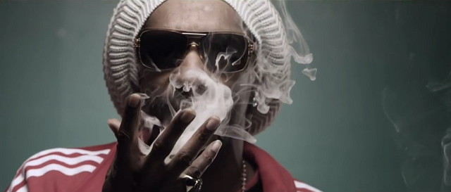 Snoop Lion – Smoke The Weed ft. Collie Buddz (Video)