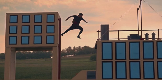 Real Life Jump 'n' Run: 8-bit Freerunning mit Jason Paul