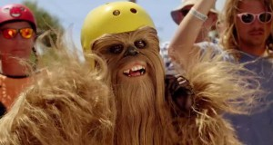 Skateboarding Chewbacca in der Bowl