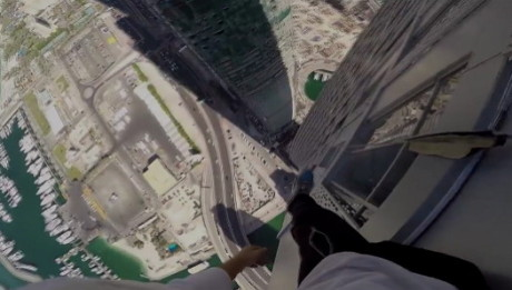 Dubai-Cayan-Tower-rooftopping