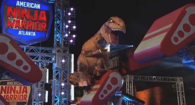 Pures Entertainment: T-Rex bei American Ninja Warrior